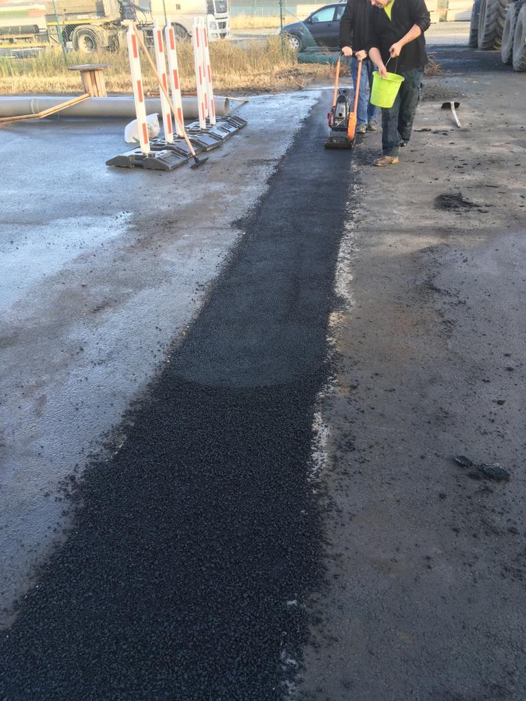 Aménagements des abords - Tranchée - bande d'asphalte - Terrassement - Nouvel égouttage - Canalisations - Tournai
