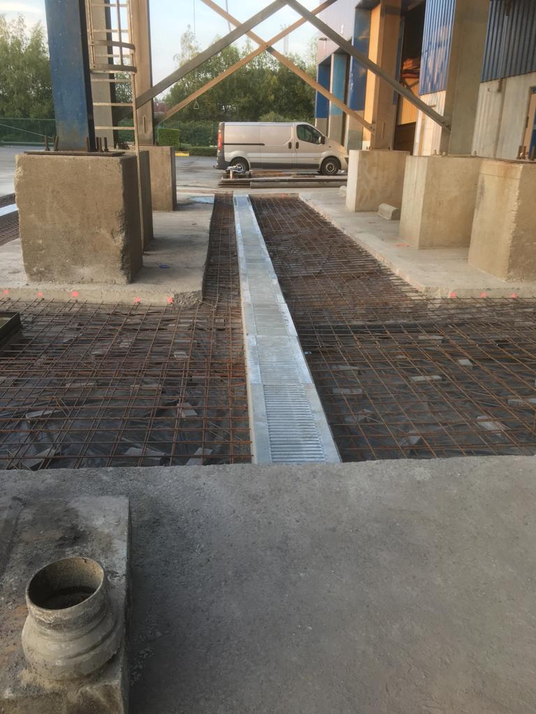 Aménagements des abords - découpe du béton armé  - Terrassement - Nouvel égouttage - Avaloir - Sterput - Tournai